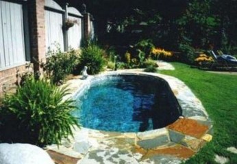 Amazing Natural Small Pools Design Ideas For Backyard 43