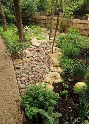Fantastic Front Yard Rock Garden Ideas 17