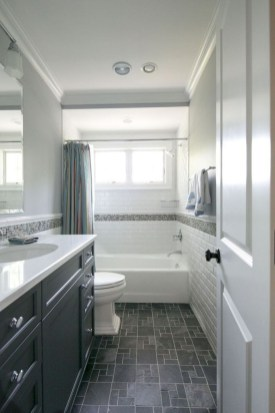 Gorgeous Small Bathroom Remodel Ideas On A Budget 34