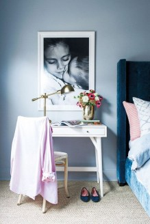 Minimalist Bedroom Decorating Ideas For Small Spaces 19