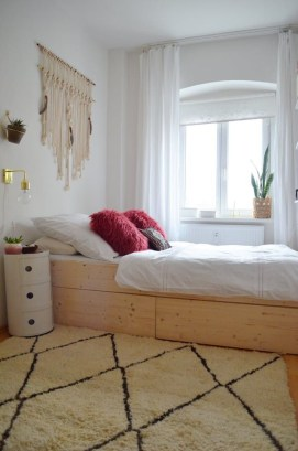 Minimalist Bedroom Decorating Ideas For Small Spaces 53
