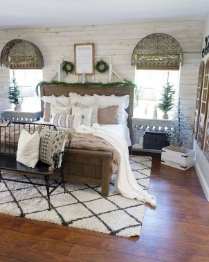 Best Master Farmhouse Bedroom Ideas 54