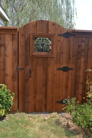Charming Privacy Fence Ideas For Gardens 05