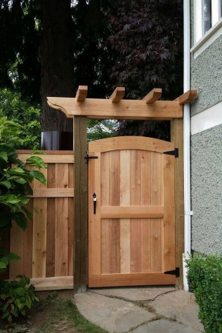 Charming Privacy Fence Ideas For Gardens 06