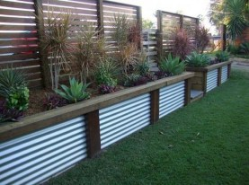 Charming Privacy Fence Ideas For Gardens 20