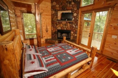 Comfy Wooden Cabin Bedroom Design Ideas For Summer Holiday 43