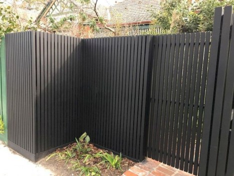 Cool Garden Fence Decoration Ideas To Try This Year 09