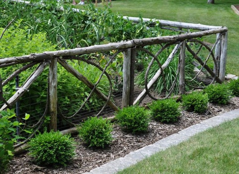 Cool Garden Fence Decoration Ideas To Try This Year 13