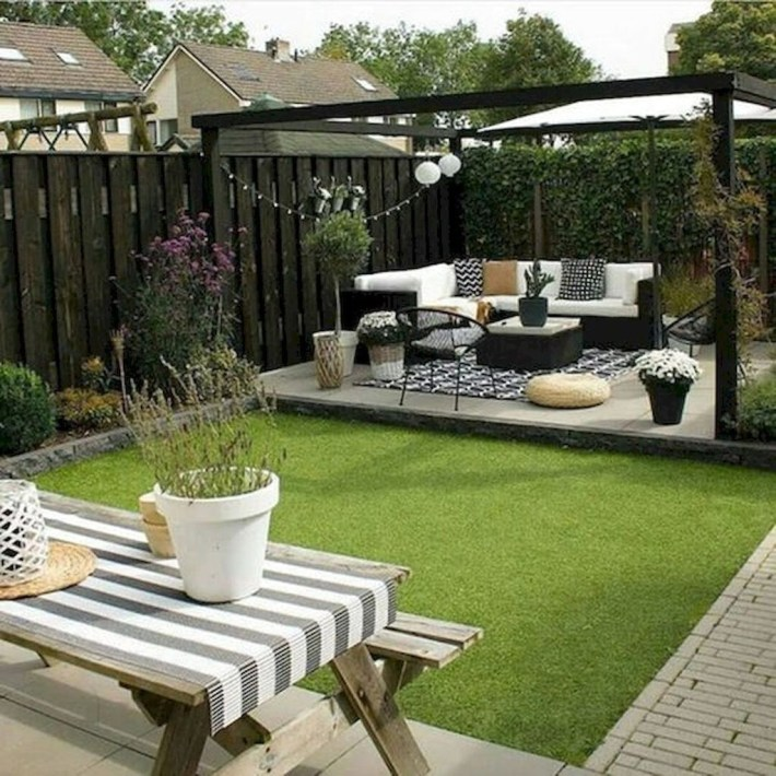 Cool Garden Fence Decoration Ideas To Try This Year 15