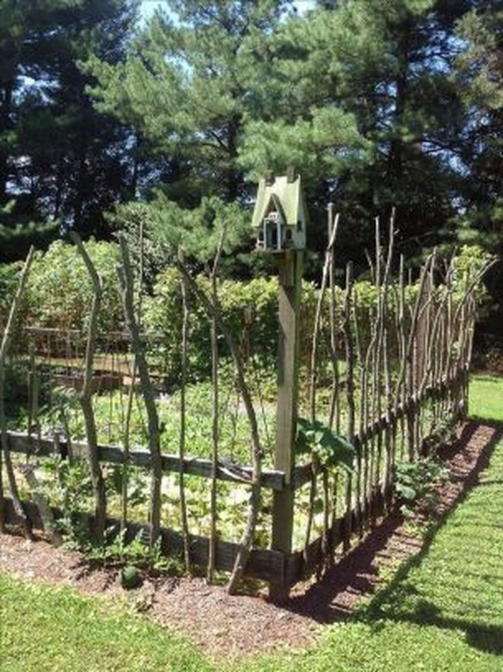 Cool Garden Fence Decoration Ideas To Try This Year 48