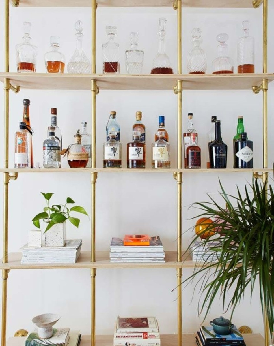 Elegant Mini Bar Design Ideas That You Can Try On Home 27