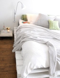 Fancy Diy Ideas To Make Bed Place From Pallet Project 35