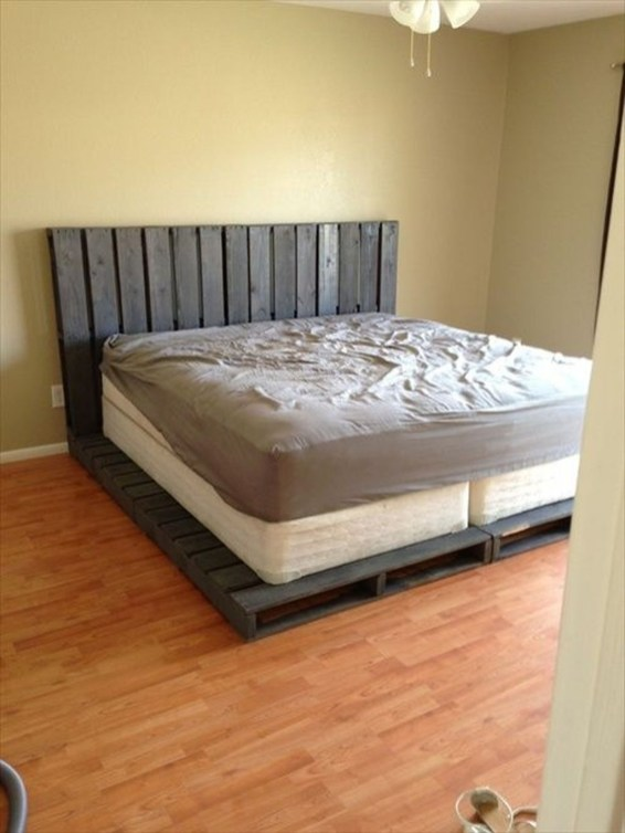 Fancy Diy Ideas To Make Bed Place From Pallet Project 36