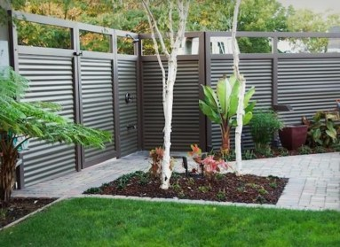 Gorgeous Black Wooden Fence Design Ideas For Frontyards 14
