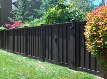 Gorgeous Black Wooden Fence Design Ideas For Frontyards 21