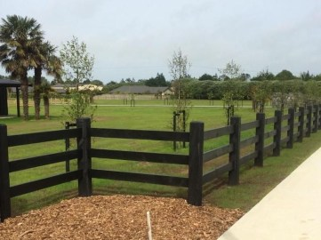 Gorgeous Black Wooden Fence Design Ideas For Frontyards 37