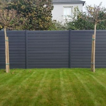 Gorgeous Black Wooden Fence Design Ideas For Frontyards 43
