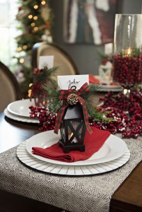 Hottest Christmas Table Decorating Ideas For You 41