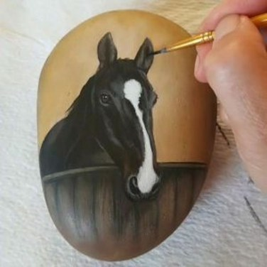 Inspiring Diy Painted Rocks Ideas With Animals Horse For Summer 02