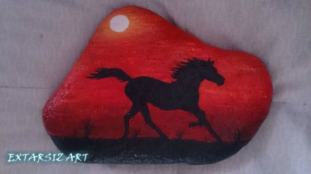 Inspiring Diy Painted Rocks Ideas With Animals Horse For Summer 12