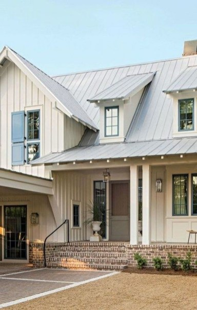 Astonishing Exterior Paint Colors Ideas For House With Brown Roof 04