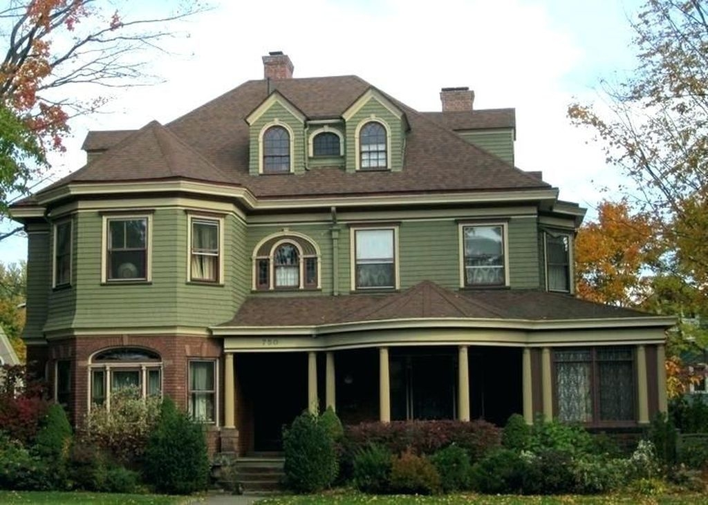 Astonishing Exterior Paint Colors Ideas For House With Brown Roof 19