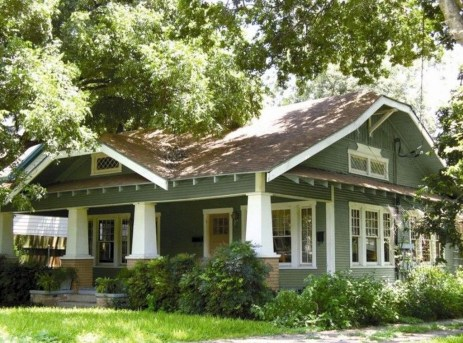 Astonishing Exterior Paint Colors Ideas For House With Brown Roof 27