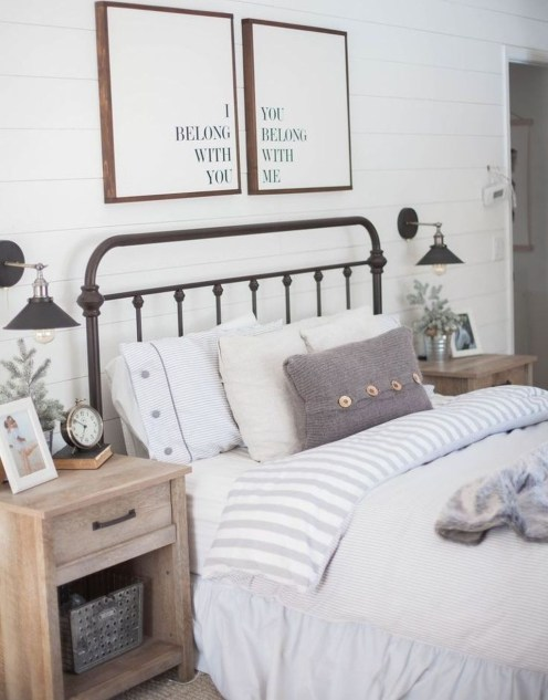 Classy Farmhouse Bedroom Ideas To Try Right Now 53