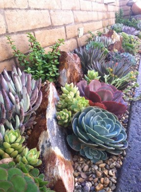 Cozy Rock Garden Landscaping Ideas For Make Your Yard Beautiful 07