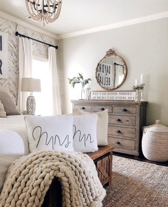 Enchanting Farmhouse Bedroom Ideas For Your House Design 44