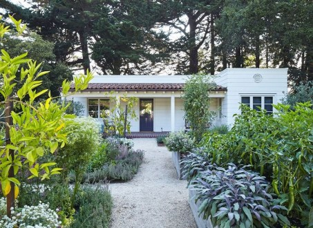 Impressive Small Front Yard Landscaping Ideas To Try 12