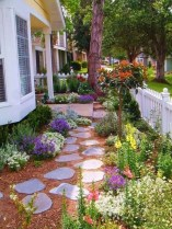 Impressive Small Front Yard Landscaping Ideas To Try 43