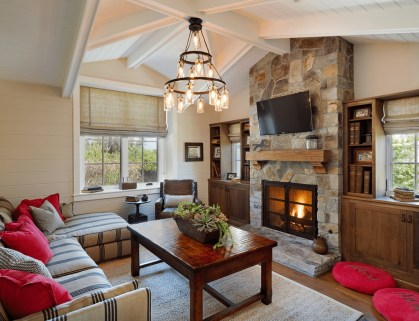 Superb Warm Family Room Design Ideas For This Winter 23