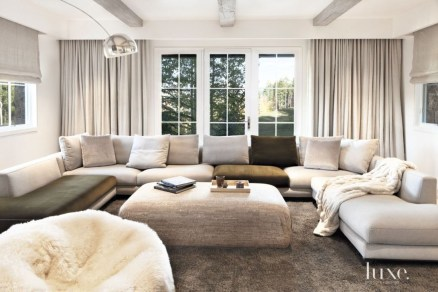 Superb Warm Family Room Design Ideas For This Winter 26