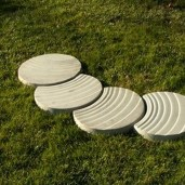 Unordinary Diy Pavement Molds Ideas For Garden Pathway To Try 25