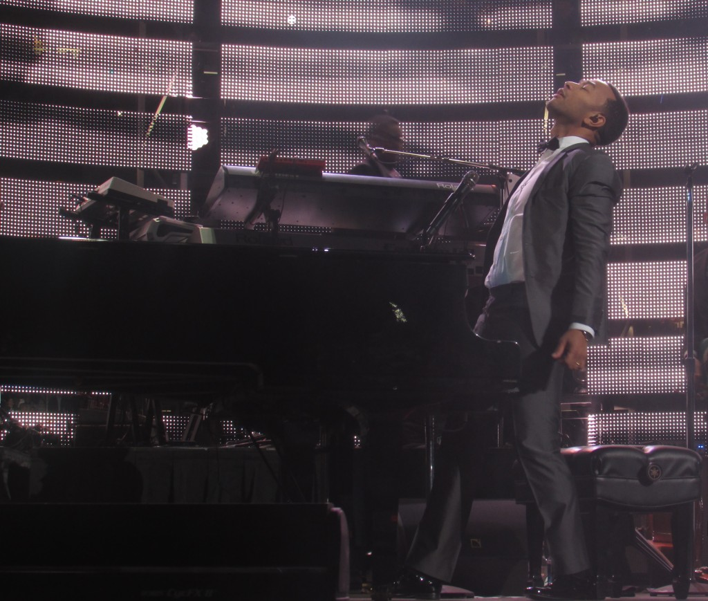 John Legend Serenades The Audience of Rodeo Houston!