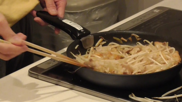 【男の料理】レシピを見たら料理初心者でも同じものが作れるのか(豚キムチ編)