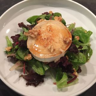 Warm goat's cheese salad with a walnut and olive oil vinaigrette