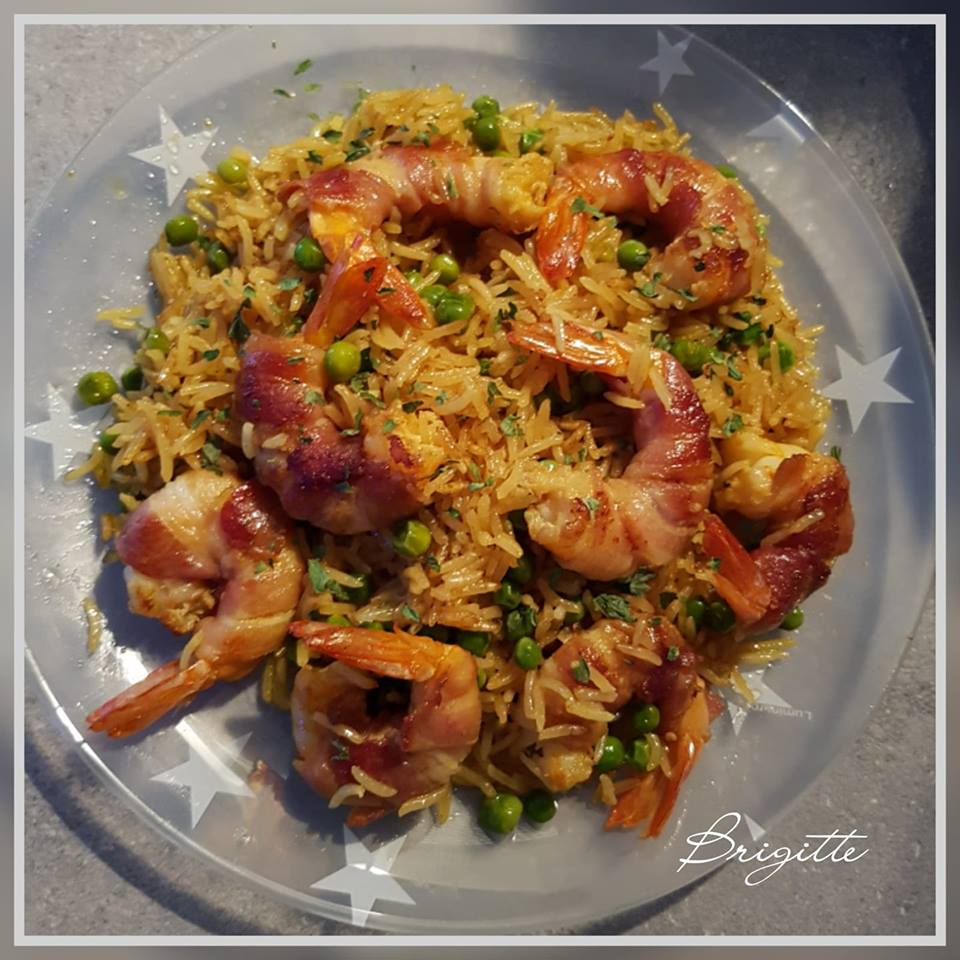 Crevettes au lard et riz safrané