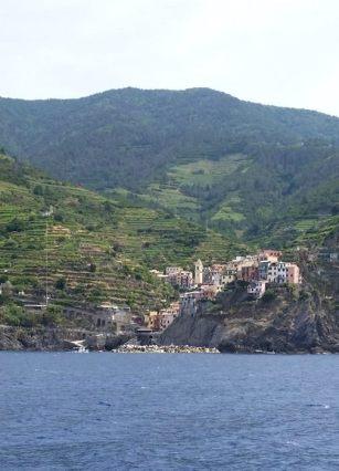 Des villages nichés au coeur de la montagne, entourés de vignes...