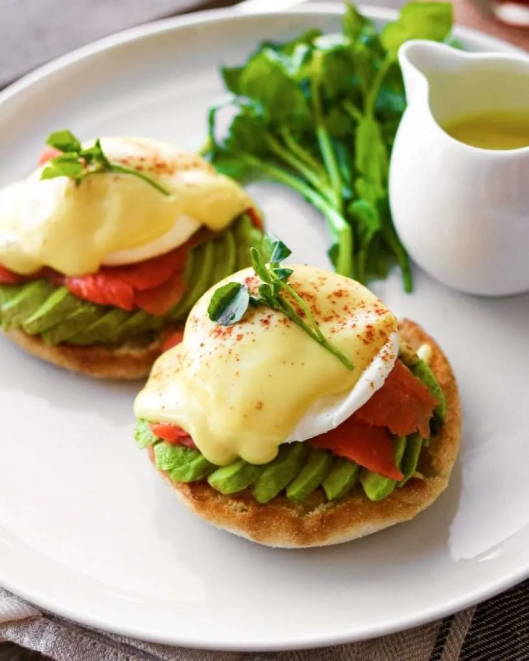 smoked salmon and avocado eggs benedict