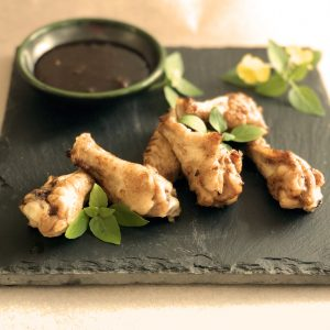 Succulent Chutney-Glazed Air Fryer Wings | cookglobaleatlocal.com