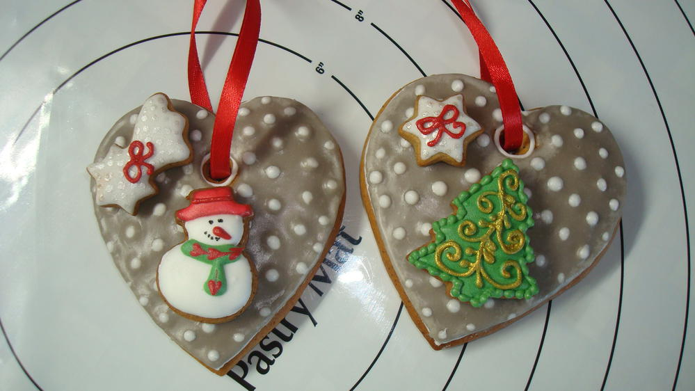 Gingerbread Ornaments On The Tree Cookie Connection