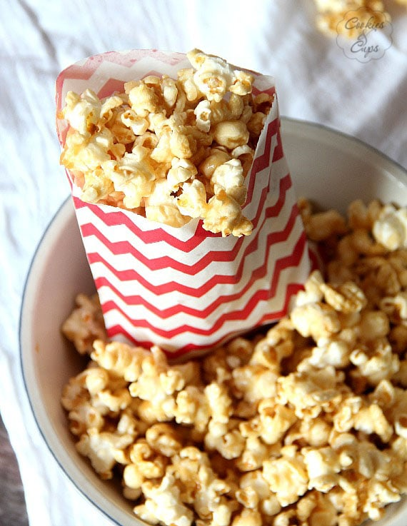 Salted Caramel Popcorn   www.cookiesandcups.com   #recipe #popcorn #saltedcaramel