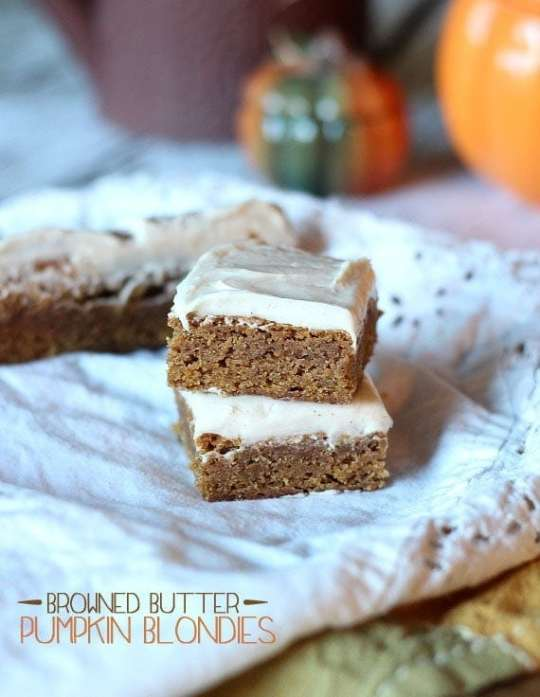 Browned Butter Pumpkin Blondies | www.cookiesandcups.com
