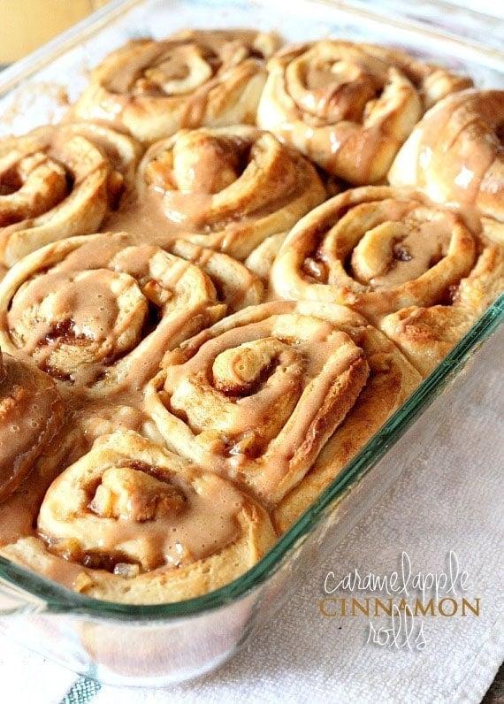 Caramel Apple Cinnamon Rolls | www.cookiesandcups.com