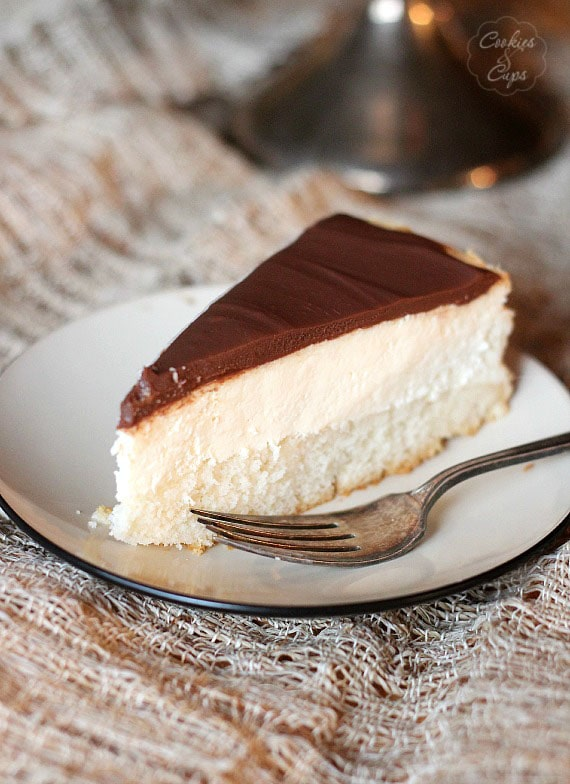 Boston Cream Pie Cheesecake | www.cookiesandcups.com