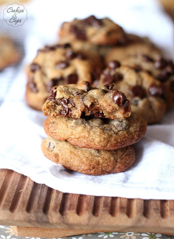 Whole Wheat Chocolate Chip Cookies | www.cookiesandcups.com