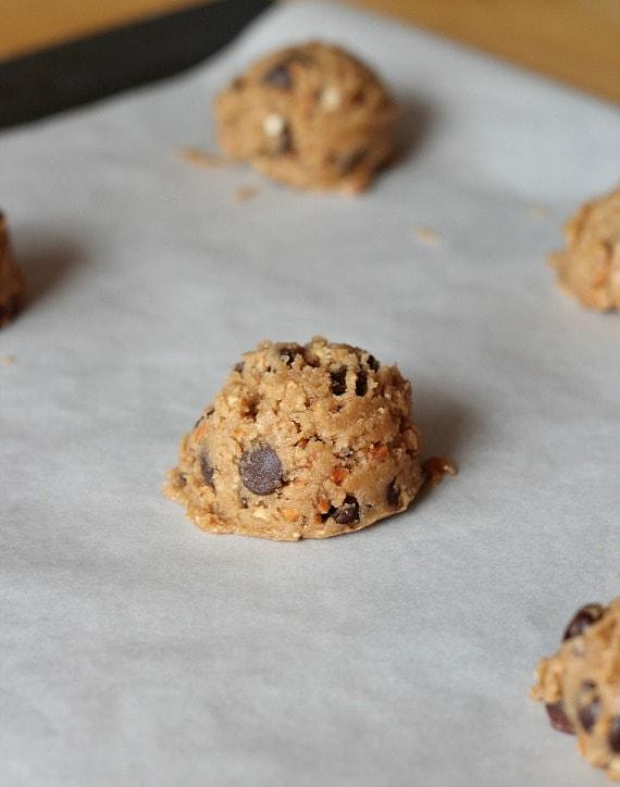 Salty Pretzel Chocolate Chip Cookies | www.cookiesandcups.com