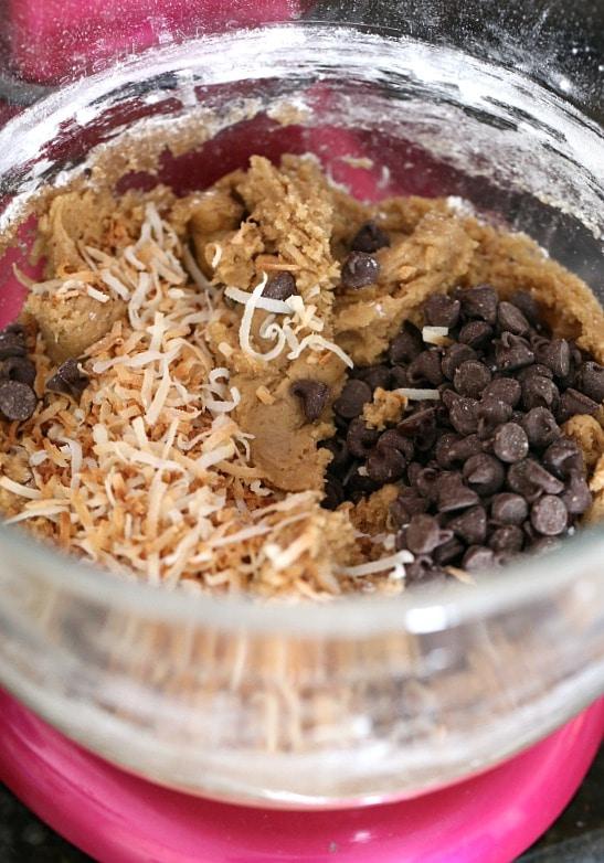 The BEST blondie recipe ever! www.cookiesandcups.com
